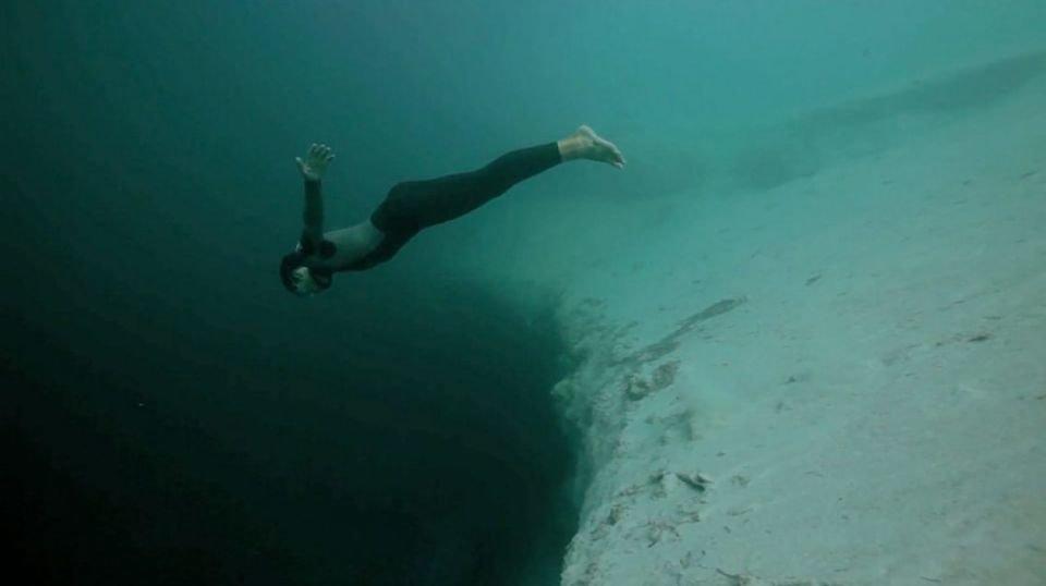 El espectacular 'salto base' a las profundidades del Océano